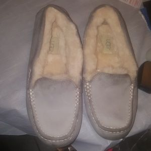 Ansley Uggs slippers size 8
